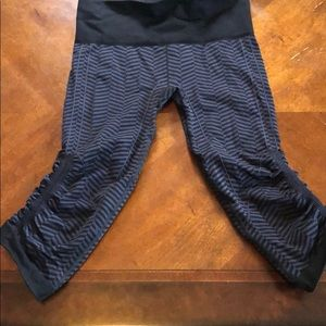 Lululemon yoga Capri pants